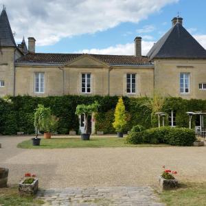 Hotel Pictures: Château Fleur de Roques, Puisseguin