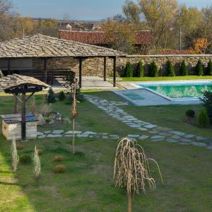 Hotel Pictures: Holiday home Yoana, Tŭzha