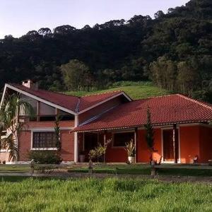 Hotel Pictures: Casa Serrano Toca, São Bento do Sapucaí