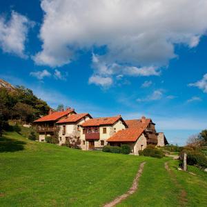 Hotel Pictures: La Montaña Mágica Hotel Rural, Vibaño