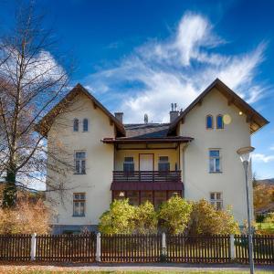 Hotel Pictures: Landhaus Blauer Spatz Reichenau an der Rax, Reichenau