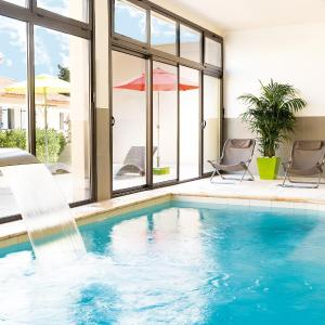 Foto Hotel: Lagrange Vacances L'Oustau de Sorgue, L'Isle-sur-la-Sorgue