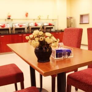 Hotel Pictures: Hanting Express Urumqi Huanghe Road Branch, Ürümqi