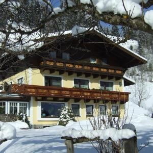 Hotel Pictures: Gästehaus Emberger, Wagrain