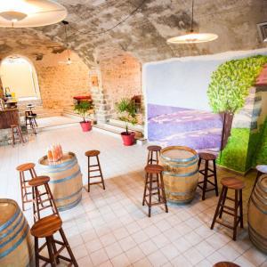 Hotel Pictures: Domaine Les Saintes Jalles, Sainte-Jalle