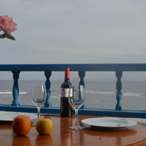 Hotel Pictures: Absolute Beachfront Apartment, Famara