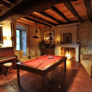 Hotel Pictures: Grand Gîte de l'Ancien Presbytère, Saint-Martin-de-Sanzay