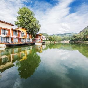 Hotel Pictures: Waterside Houses, Ognyanovo