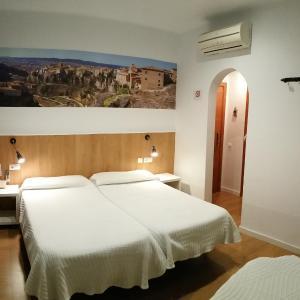 Hotel Pictures: Hostal Restaurante Cornella, Cornellà de Llobregat