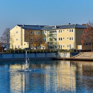 Hotel Pictures: Hotel am See, Neutraubling