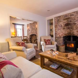 Hotel Pictures: Blue Monkey Cornwall, Cawsand