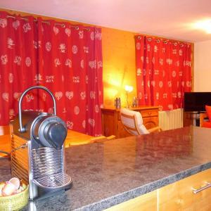 Hotel Pictures: Cristaux 4, Champéry