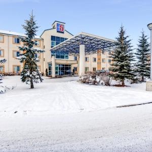 Hotel Pictures: Motel 6 Red Deer, Red Deer