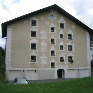 Hotel Pictures: Chesa Burdun, Bever