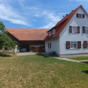 Hotelbilleder: Ferienwohnung Obstbaumwiese, Wildberg