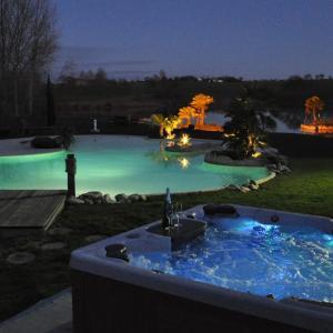 Hotel Pictures: Le Lac de Crivito, Caraman