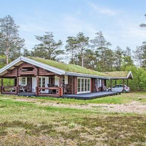 Hotel Pictures: Læsø Holiday Home 565, Østerby