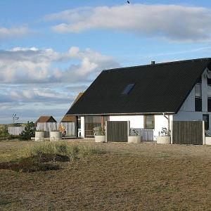 Hotel Pictures: Læsø Holiday Home 561, Østerby