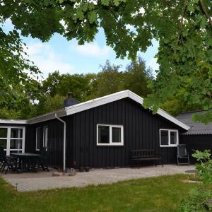 Hotel Pictures: Esbjerg Holiday Home 446, Brokær
