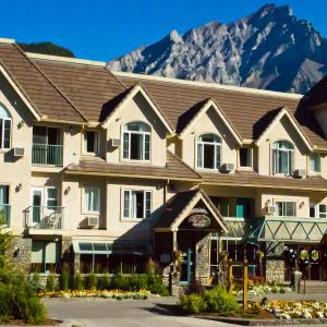 Hotel Pictures: Irwin's Mountain Inn, Banff