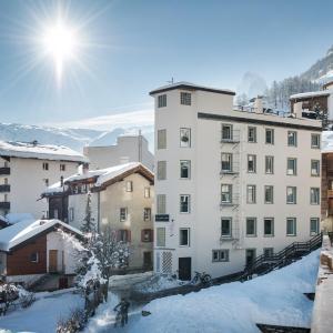 Hotel Pictures: Le Petit CHARME-INN, Zermatt