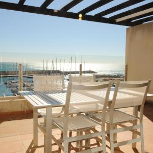 Hotel Pictures: Residencial Marina de Port, Calafat