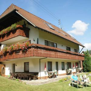 Hotelbilleder: Haus am Kaltenbach, Enzklösterle