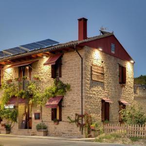 Hotel Pictures: Logis Hostal Rural Txapi Txuri, Murillo el Fruto