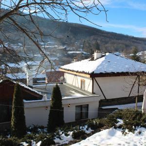 Hotel Pictures: Hadzhigabareva Kashta, Dŭlbok Dol