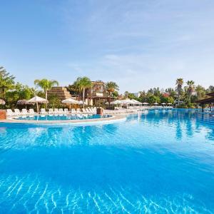 Hotel Pictures: PortAventura® Hotel El Paso - Includes PortAventura Park Tickets, Salou