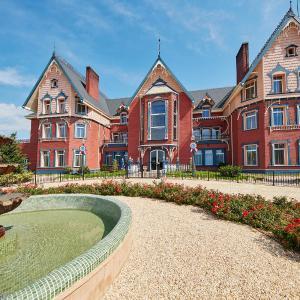 Hotel Pictures: PortAventura Lucy's Mansion - Includes PortAventura Park Tickets, Salou