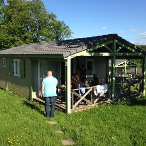 Hotel Pictures: Cottages du Lac de Miel, Beynat
