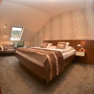 Hotel Pictures: Apartmán Bílá Hora - Roudná, Plzeň