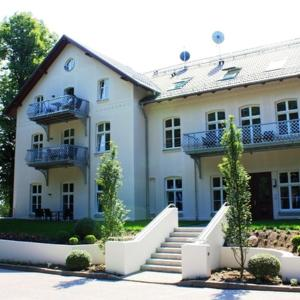 Hotelbilleder: Schloss zu Hohen Niendorf - Ferienwohnung 13, Hohen Niendorf