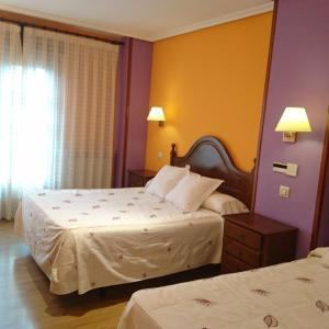 Hotel Pictures: Tierra De Lobos, Puebla de Sanabria