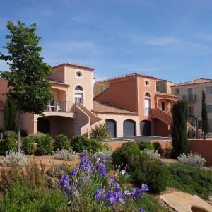 Hotel Pictures: Résidence Village D'Oc Golf de Béziers by Popinns, Béziers