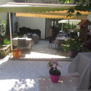 Hotel Pictures: Logis Au Croissant, Buzançais