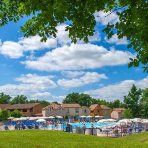 Hotel Pictures: Pierre & Vacances La Résidence du Lac, Monflanquin