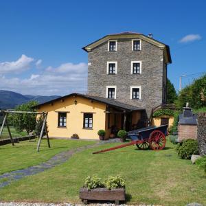 Hotel Pictures: Casa De Aldea El Conceyu, Navia