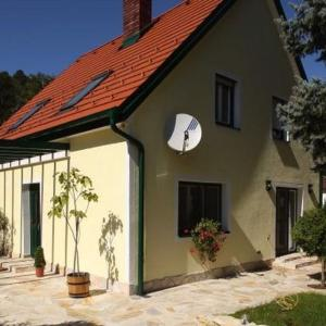 Hotellikuvia: Romantic Cottage, Pitten