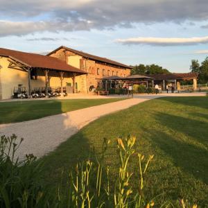 Hotel Pictures: La Sorelle Hôtel Golf et Restaurant, Villette-sur-ain