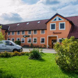 Hotel Pictures: Hotel U Jezera, Velký Osek