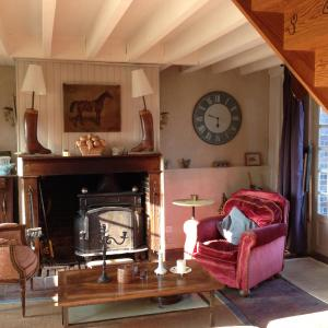 Hotel Pictures: Sainte-Suzanne, Les Baux-de-Breteuil