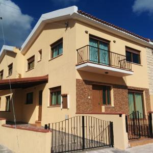 Hotel Pictures: Ifigeneia Holiday Home, Kholetria
