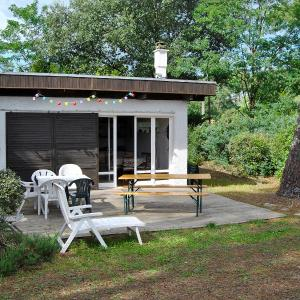 Hotel Pictures: Holiday Home Porge, Le Moutchic