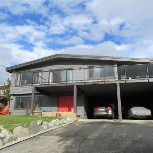 Hotel Pictures: Sunshine Coast Suites, Sechelt