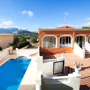 Hotel Pictures: Holiday Home Cormoran, Casas de Torrat