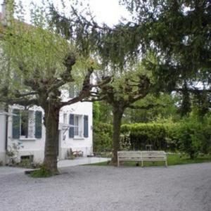 Hotel Pictures: Maison d'hôtes La Garenne du Lac, Amphion les Bains