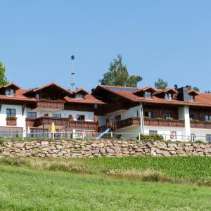 Hotelbilleder: Wellness Ferienwohnungen Zellertalblick, Drachselsried