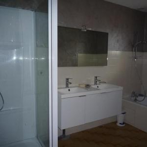 Hotel Pictures: Villa Allee Sardiniers Maison T4 Grand Jardin, La Chaume